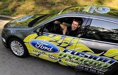 Ford Fusion Híbrido guiado por Carl Edwards