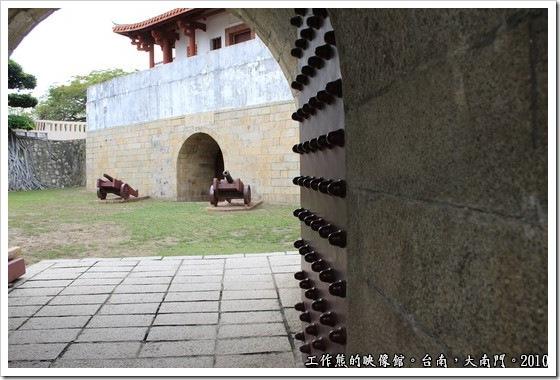 Tainan-South-Door03