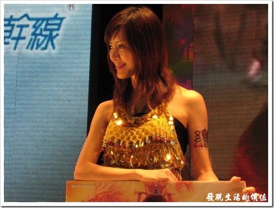 2009Computer_showgirl01