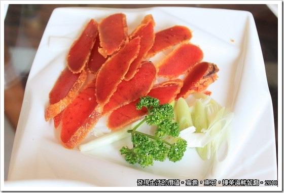樺榮海鮮餐廳,烏魚子算是漁港的特產,口感很好,味道也不錯,稍微煎熟,吃在嘴裡有香濃的味道。沒幾片,當然給它全吃光光。