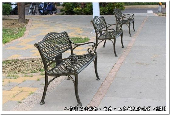 巴克禮紀念公園前的長椅。