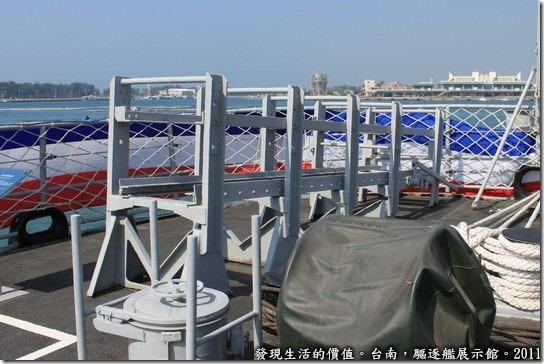 驅逐艦展示館,深水炸彈施放軌,在艦尾處左右各有一座。