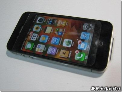 iPhone4保護貼避開聽筒揚聲器與「主畫面」按鈕