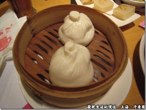 上海斗香園,招牌辣肉包,就是包子啦!封口的位置一樣硬梆梆的,只能吃它的內餡。