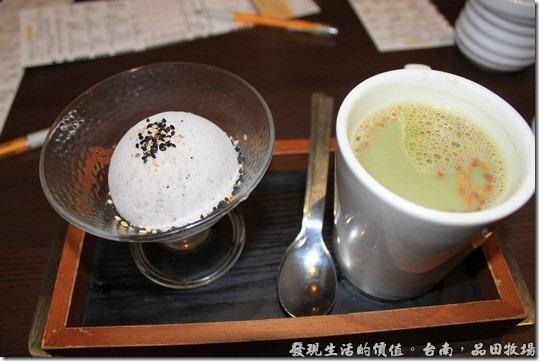 台南品田牧場,日式芝麻冰淇淋+玄米黑豆抹茶。冰淇淋不會很甜,是我喜歡的那種。玄米抹茶可以讓你吃得到玄米的顆粒。