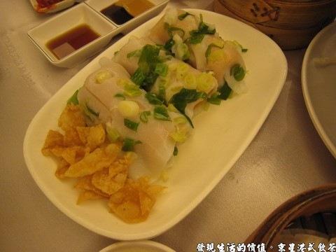 京星港式飲茶,春風得意腸粉,腸粉包著的可是整隻的蝦子呢!