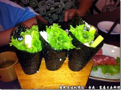 台南富屋日本料理,蝦蘆筍手捲NT70/個,如果可以的話手捲裡面不要放入米飯就不會吃得太飽喔!