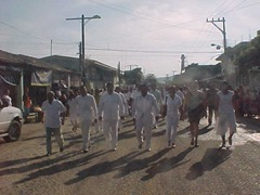 Integrantes del cabildo coyuquense encabezan el desfile del 20 de noviembre