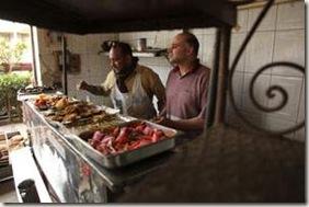 Mesmo com desconto, preço do falafel ainda é  alto para os manifestantes