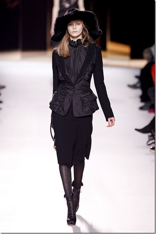 Nina-ricci-FALL-2011-RTW-podium-001_runway