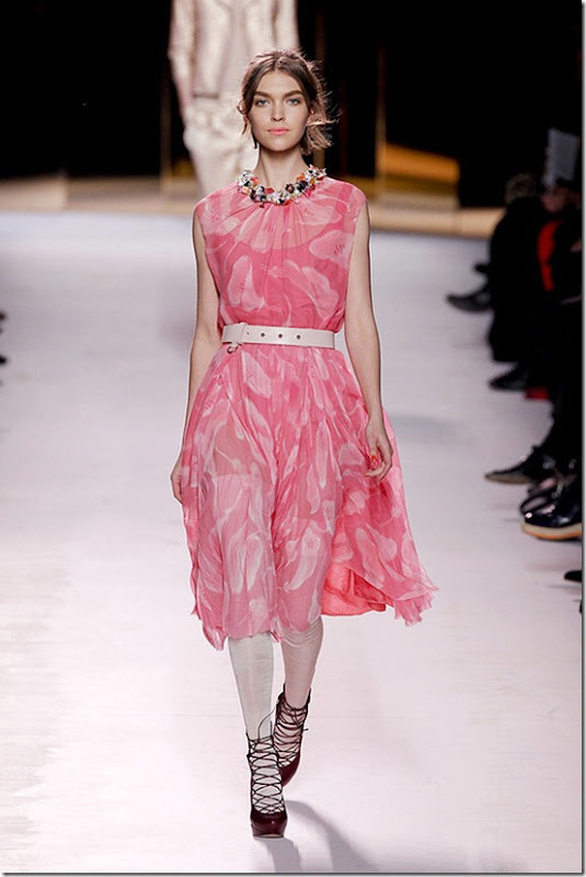 Nina-ricci-FALL-2011-RTW-podium-016_runway