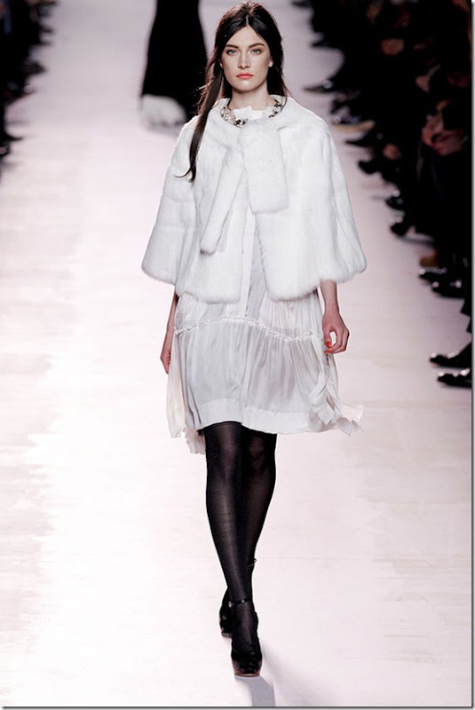 Nina-ricci-FALL-2011-RTW-podium-038_runway
