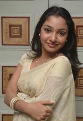 tamil-actress-maya-unni-in-saree-stills_actressinsareephotos_blogspot_com_27