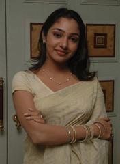 tamil-actress-maya-unni-in-saree-stills_actressinsareephotos_blogspot_com_31