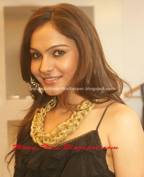 Khushboo-Andrea-at-Studio-Saks-Fashion-House-Launch-01
