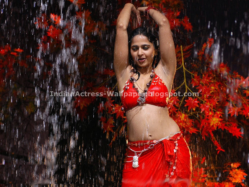 Anushka Red Hot (1)