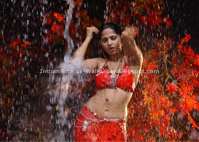 Anushka Red Hot (2)