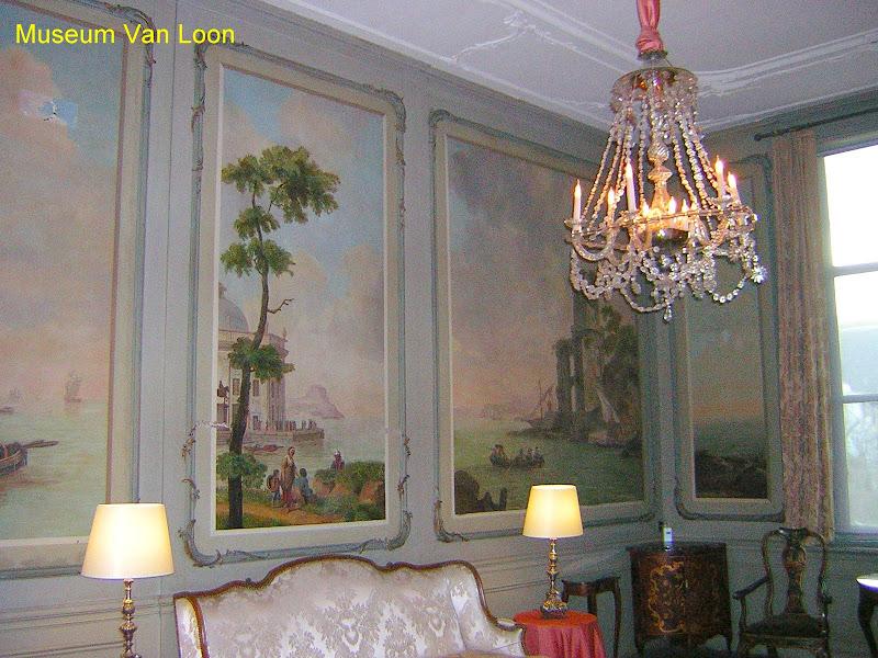 Amsterdam, il Museo Van Loon dall'interno, un candelabro