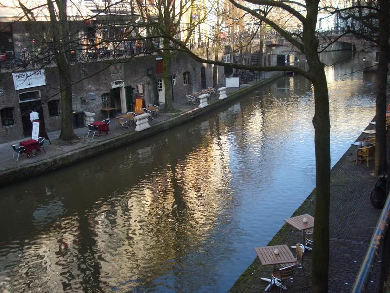 Utrecht: il Canale Vecchio con i ristoranti all'interno