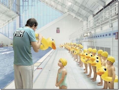 [趣味圖片] 史上最辛苦的游泳教練