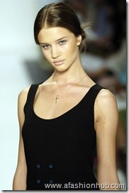 Rosie Huntington-Whiteley Runway fashion Show (10)