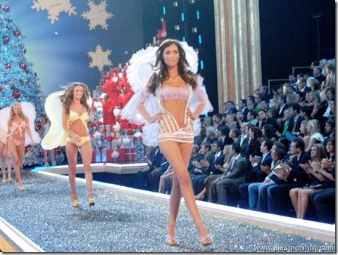 Rosie Huntington-Whiteley Fashion Show 2007 (9)