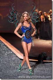 Rosie Huntington-Whiteley Fashion Show 2009 (5)
