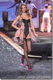 Rosie Huntington-Whiteley Fashion Show 2009 (6)