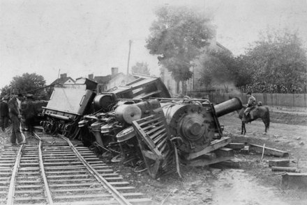 http://lh4.ggpht.com/_eM-gxcLi0Og/TBJB9cqsBNI/AAAAAAAAAcg/7pSpZCT9Gz4/trainwreck.jpg