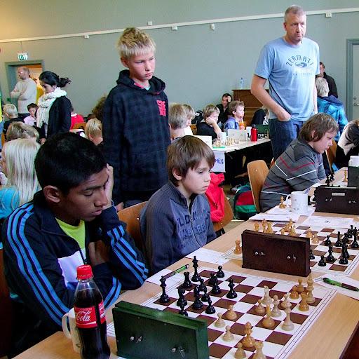 Alvoret har startet. Kadettlaget OSSU 1 med Jathavan, Erik (stående), Samuel og Ludvig mot Bergens 1. lag.