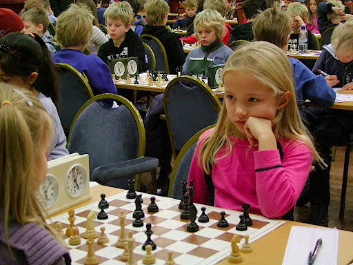 Embla Ekeland Grønn er fortsatt bare 7 år gammel, og holder derfor aldersgrensen i yngste klasse i to år til. Embla fikk 3 poeng og 30. plass i yngste klasse. Foto: Hans-Ottar Riiser
