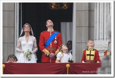 royal_wedding_balcony_6_wenn3315983-490x325