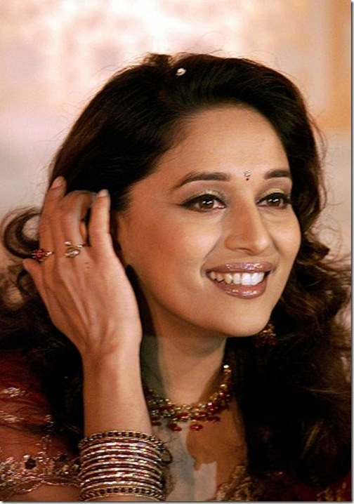Bollywood-Actress-Madhuri-Dixit (1)