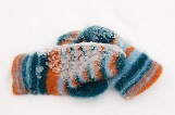 web_Frozen_mittens_on_snow