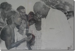 kamaraj-with-oldlady
