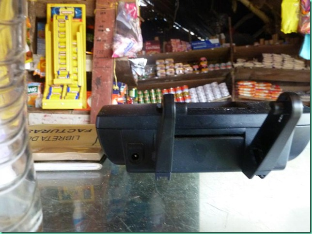 P1030025 tienda crooked shelves Nargana