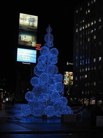 http://lh4.ggpht.com/_f4gawE6CqVw/Szqfg0o25PI/AAAAAAAAGLA/2r6Nh6rz030/funny-creative-christmas-tree%20(7).jpg
