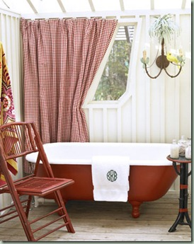 Vera-Bradley-Baekgaard-House-Vintage-Bathtub-0610-de