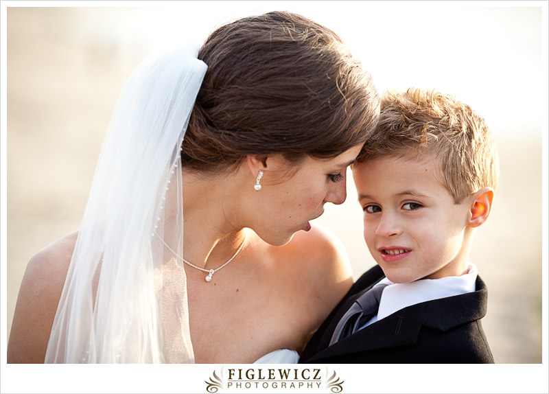 FiglewiczPhotography-AnneandPete-CrownPlaza-0050.jpg