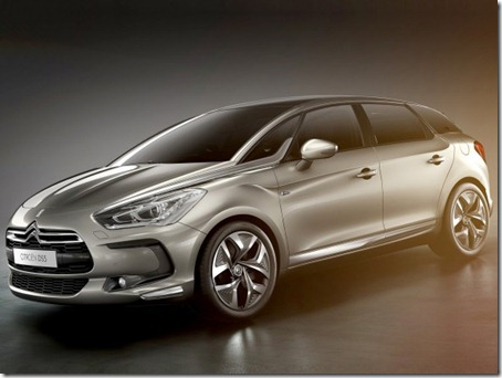 2012-Citroen-DS5-Front-Side-View