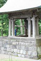 Nikko, budhistischer Tempel, Punkt 12 wird die Glocke geläutet, aber erst wird gebetet. – 03-Aug-2009