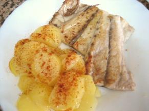 Corvina a la plancha con patatas al vapor.