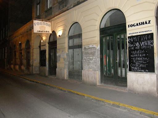 Akácfa utca, 6. kerület, blog, Budapest, VI. kerület, fogasház, romkocsma, foglaltház
