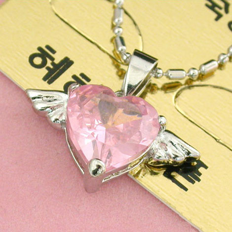 heart-crystal-necklace-10001703.jpg
