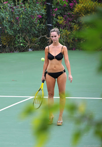 Jennifer Love Hewitt Caught Playing Naked Tennis