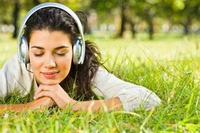 ouvindo musica-mulher