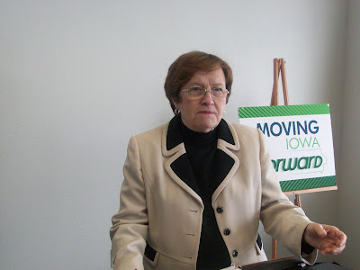 Lt. Governor Patty Judge Speaking at Powercom Motor Control in Washington (2-11-10) - KCII NEWS