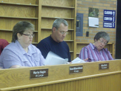 Washington Councilor Mike Roth (Middle) looks over a list of ordinances the council approved at their 11/04/09 meeting.