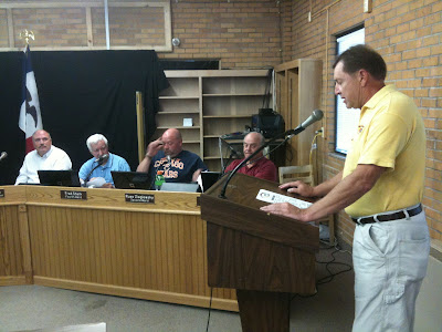 Corn Country Cruisers President Mike Williams Giving An Overview Of This Summers Events And Plans For Next Year's Cruises.<br /> (KCII's Chance Dorland)