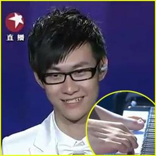 liu-wei-armless-pianist